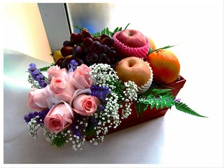 12 Pink Roses and 2 kg fruits in a Basket