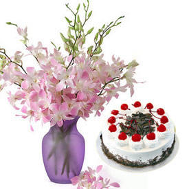 10 Orchids Vase�1/2�Kg black forest Cake