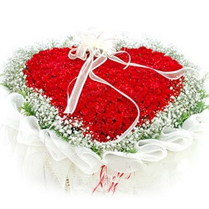 100 Red Roses Heart Shaped